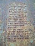 Ici, dans l'ancienne Brandgasse comme dans d'autres rues de la vieille ville vivaient de nombreuses familles Sinti jusqu'en mars 1943. Le 15 mars 1943 presque tous les Sintis de Darmstadt ont été déportés au camp d'extermination d'Auschwitz-Birkenau en raison de leur appartenance ethnique. Après les dernières sélections vers la mort du 2 août 1944, la plupart des Sintis de Darmstadt ont été assassinés dans la nuit du 3 août 1944.